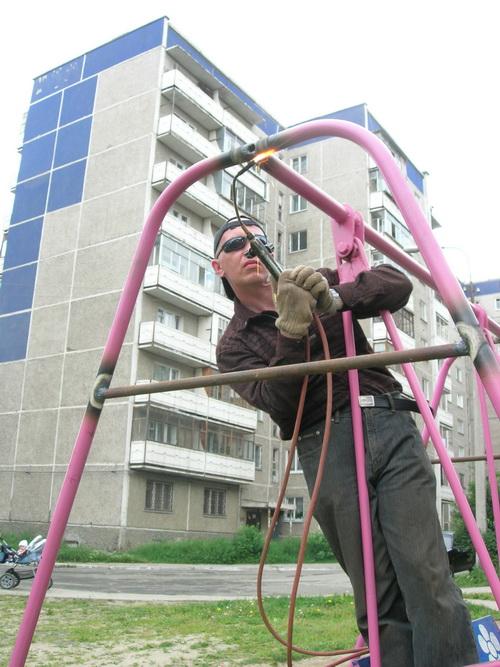 Как сварить детские качели из труб
